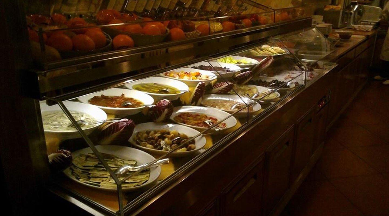 antipasti e contorni di pesce e verdure grigliate
