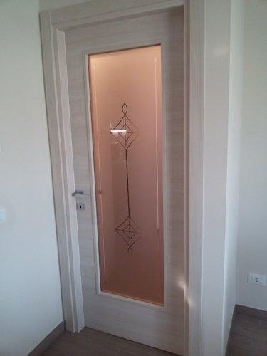 porta con decorazione