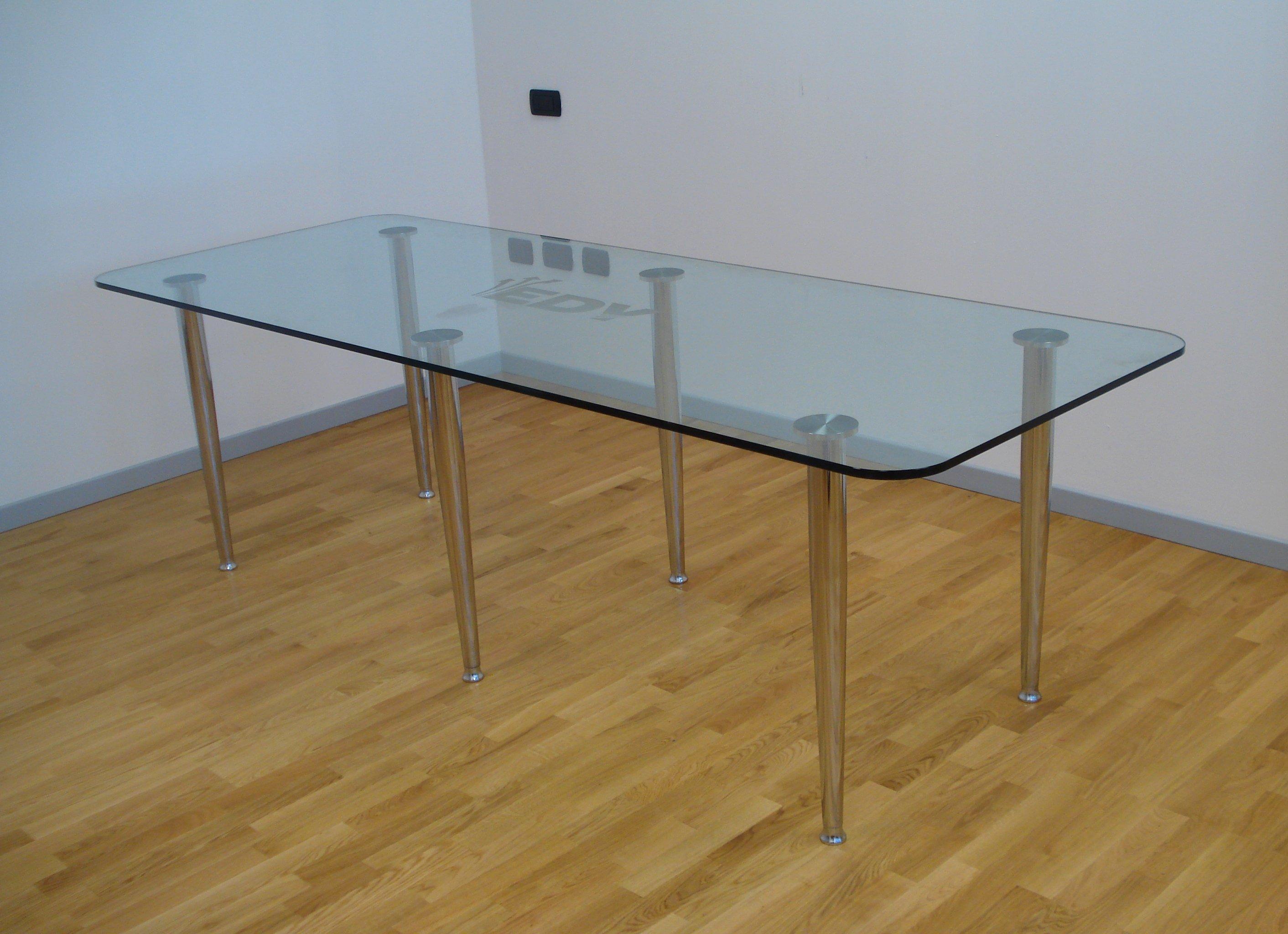 tavolo a vetri con 4 gambe in acciaio