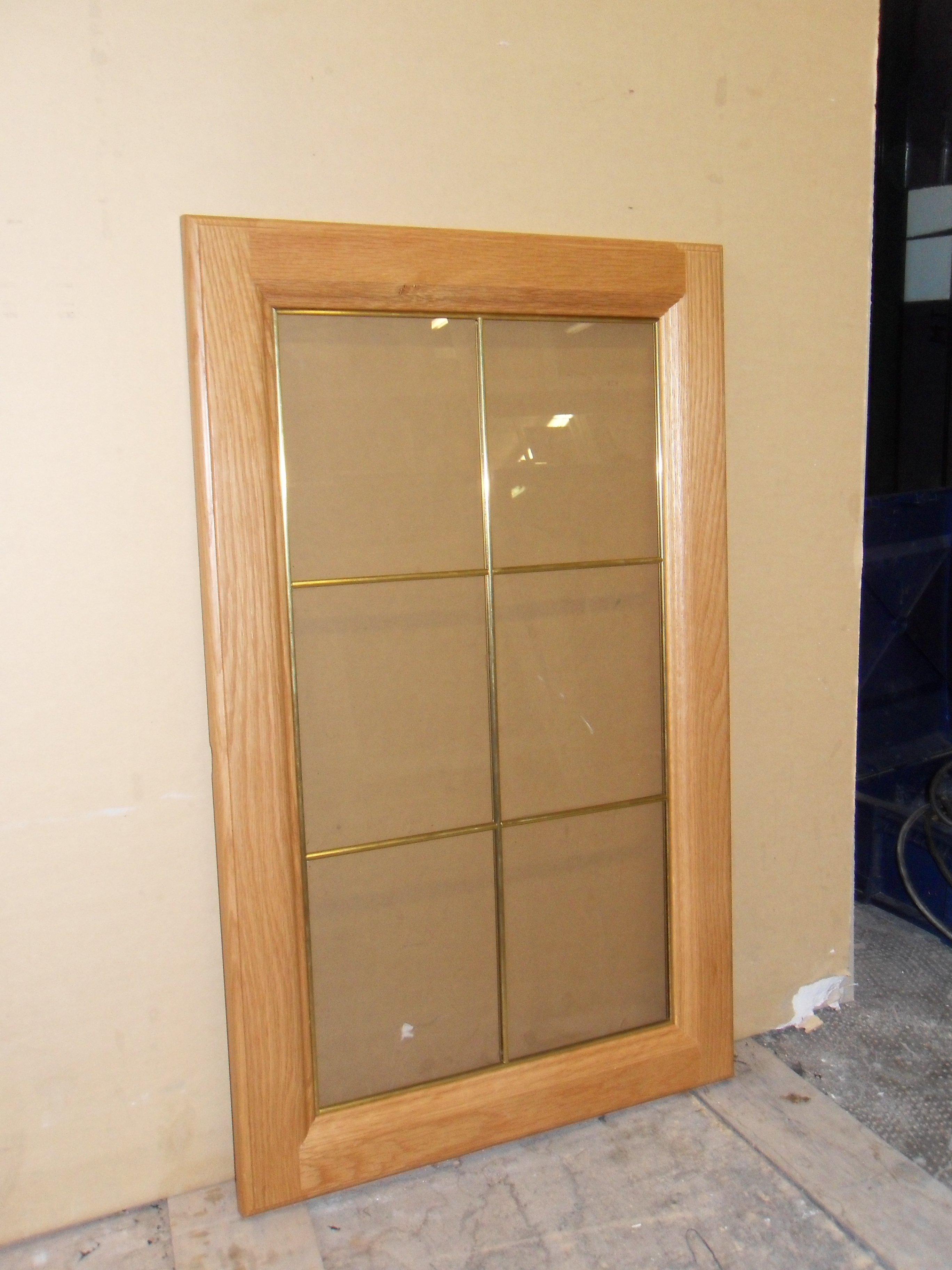 finestra in legno con protezione in vetro