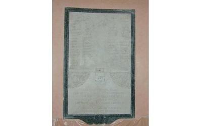 targa commemorativa in marmo