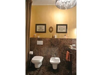 bagno in marmo Marron