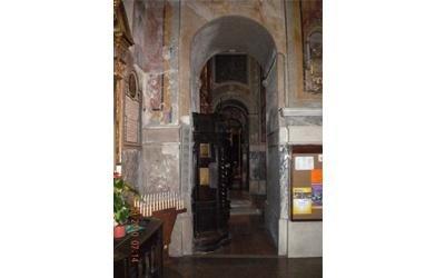 interni chiesa da restaurare