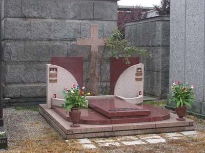 monumento in granito rosso