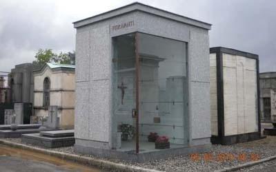 edicola in pietra di Serizzo