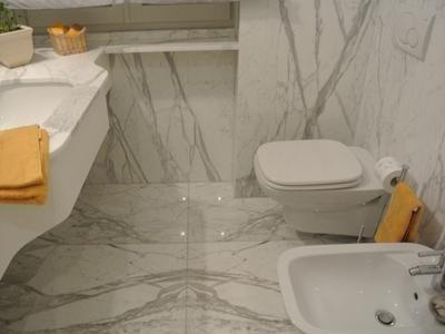 bagno in marmo Bianco Statuario Venato