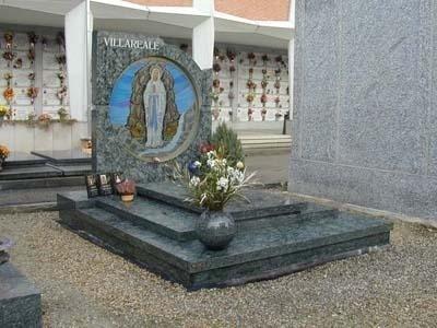 monumento in granito