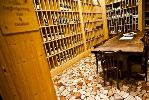 interno della cantina vini