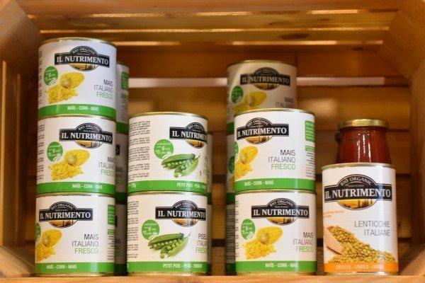 confezioni di cibo in scatola