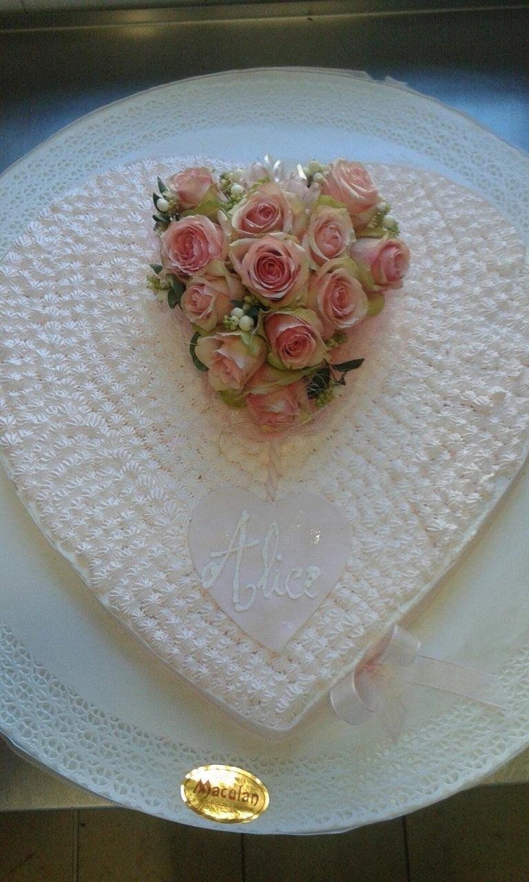 cuore spuntonato e rose fresche