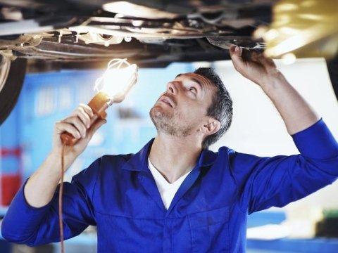 Cambio olio e sostituzione batteria autoveicoli