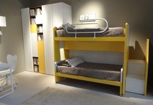 camera ragazzi gialla