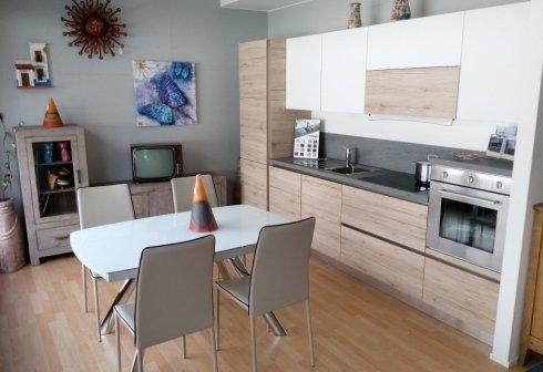 cucina ante bianche e legno