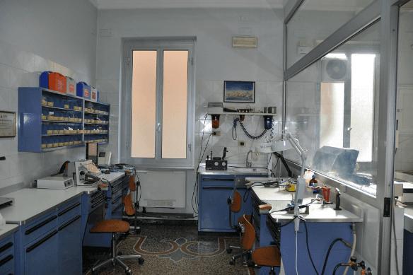 Dentista Bardoneschi Genova - Laboratorio