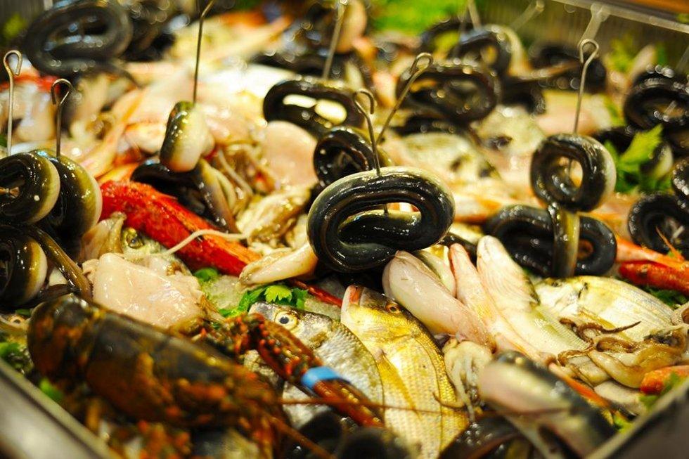 Pesce fresco dal mercato locale