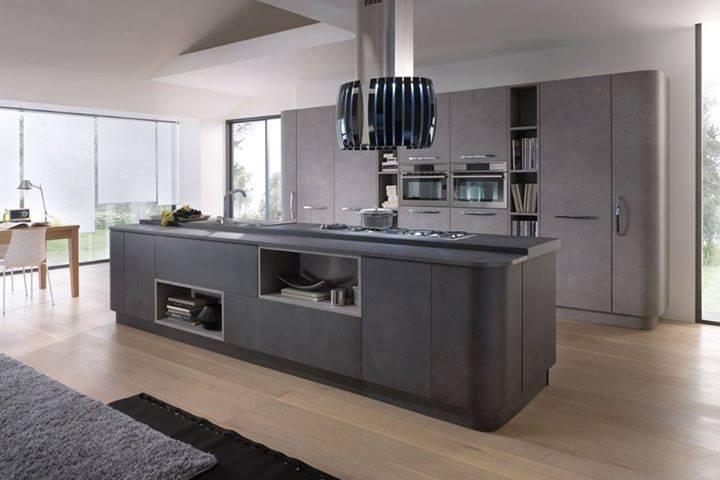 cucina con isola in pietra