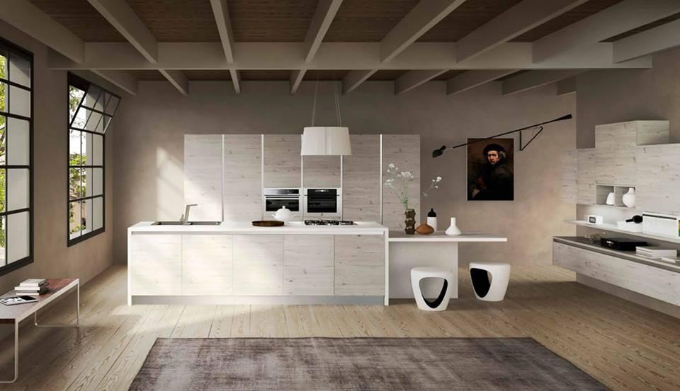 un'ampia cucina in legno chiaro