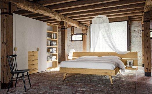 camera con soffitto in legno