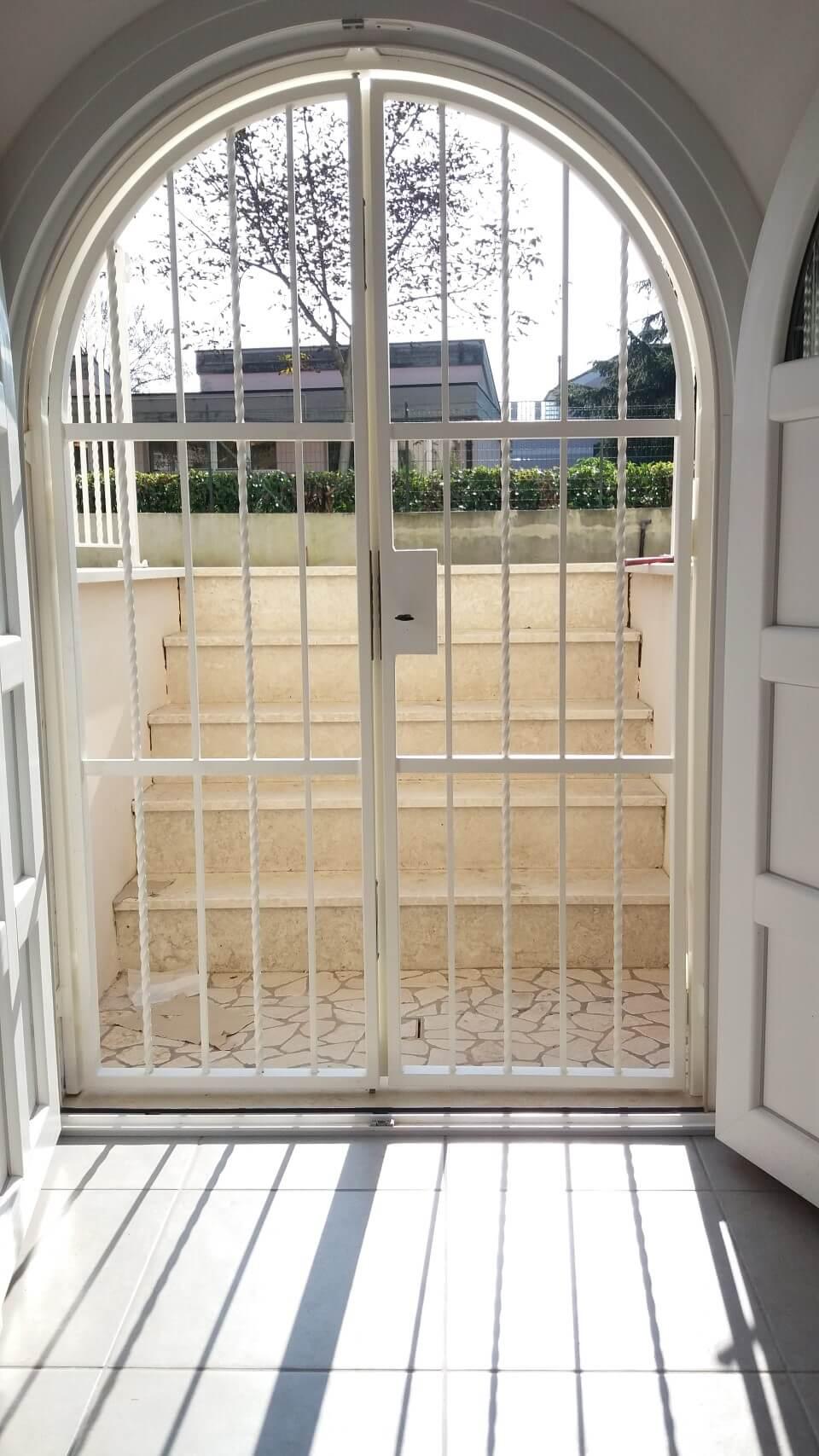 cancello bianco vista interna