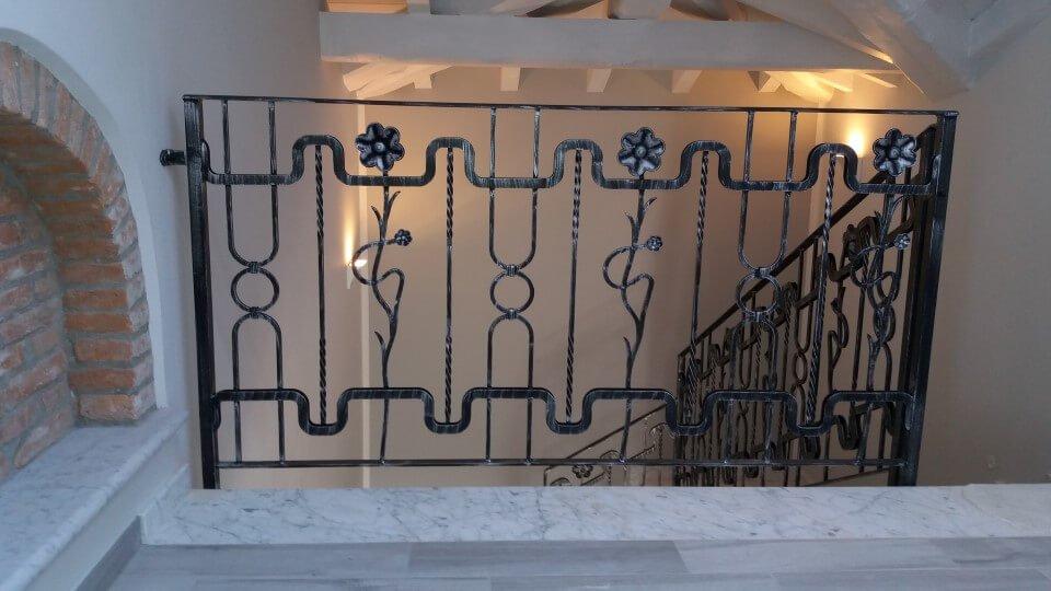scale con decorazione floreale in ferro