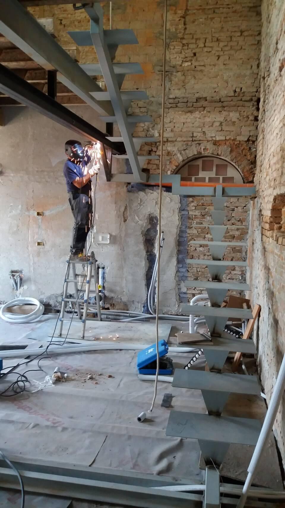 scale in fase di costruzione