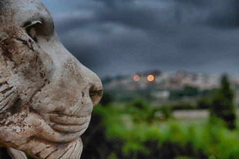 statua di un leone in primo piano