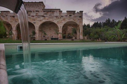 acqua in una piscina
