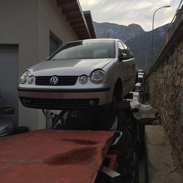 auto golf volkswagen in riparazione