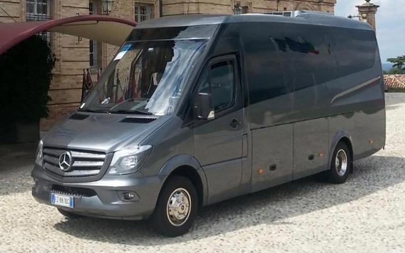 noleggio minibus