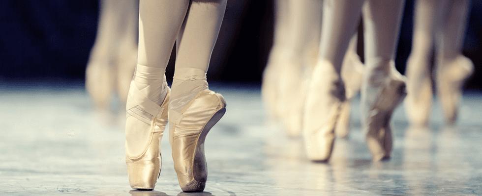 I piedi delle ballerine sulle punte