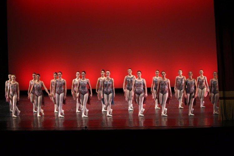 Giovani ballerine di danza moderna