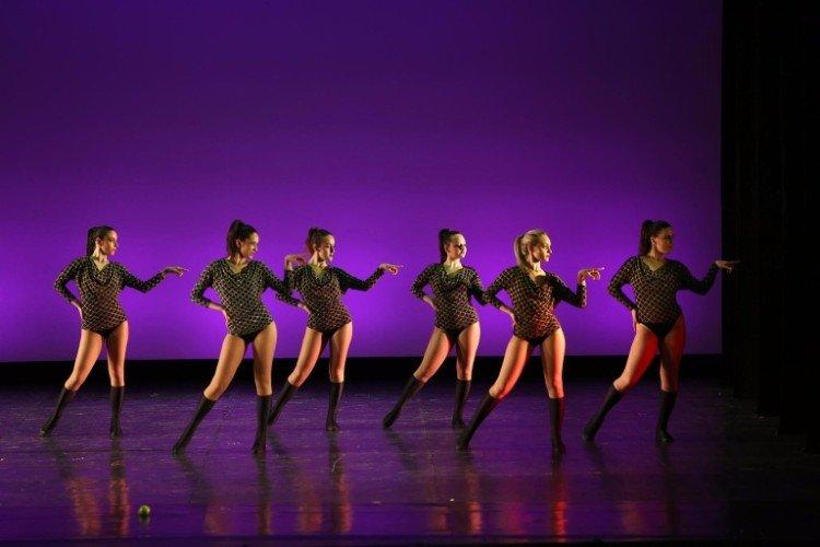 Suggestivi movimenti di danza moderna
