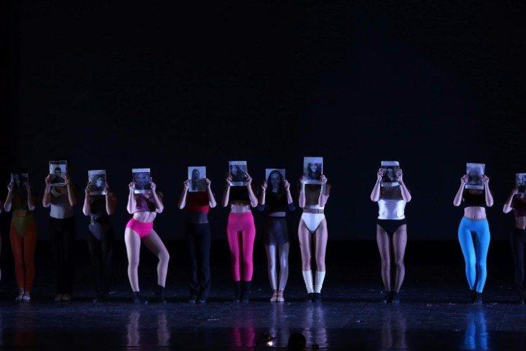 Danza moderna, gioco di identità