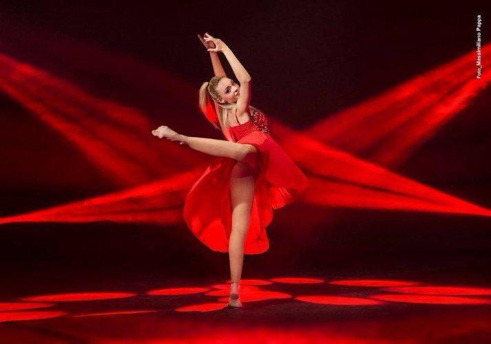 Danza moderna in rosso