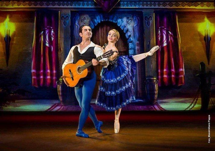 Danza spagnola in blu