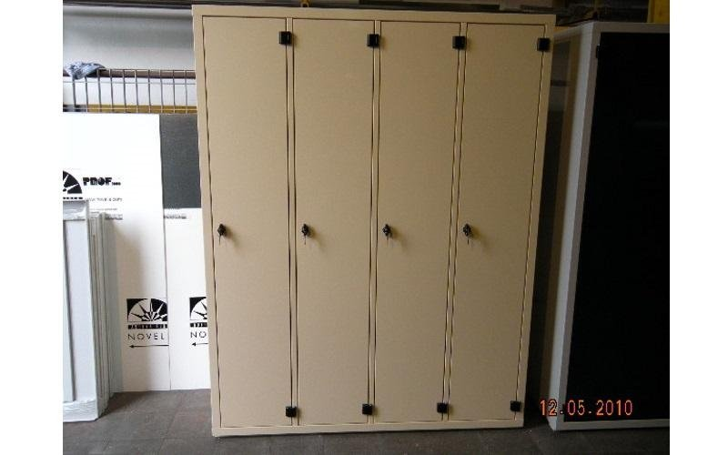 armadio metallico beige