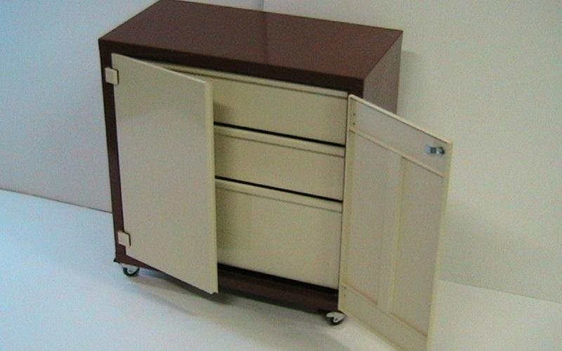 armadio metallico piccolo