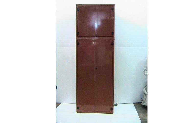 armadio metallico marrone