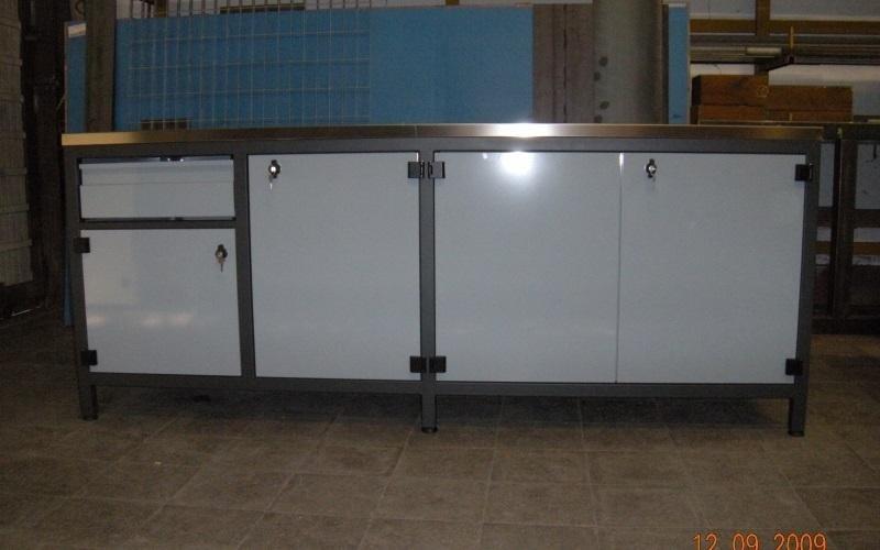 mobile metallico cucina