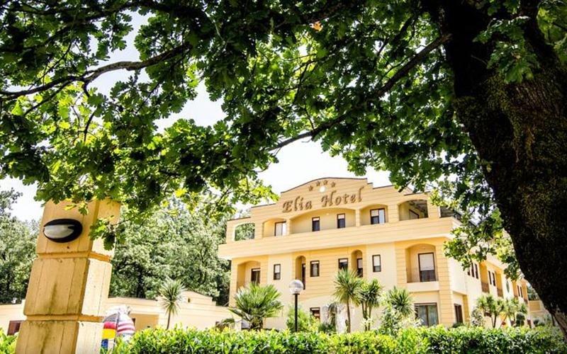 vista esterna di ELIA HOTEL con giardino