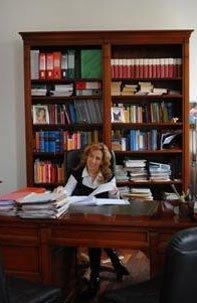 avvocato alla scrivania