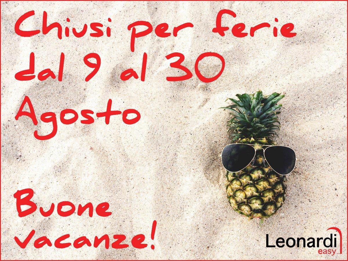 una scritta chiusi per ferie dal 9 al 30 Agosto con un disegno di un ananas con degli occhiali da sole
