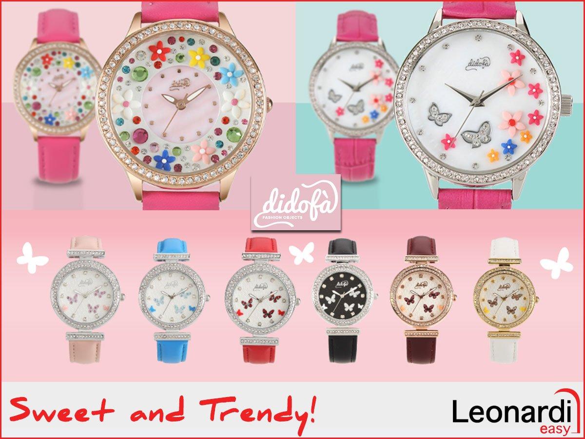 una serie di orologi colorati su uno sfondo rosa della marca Didofa'
