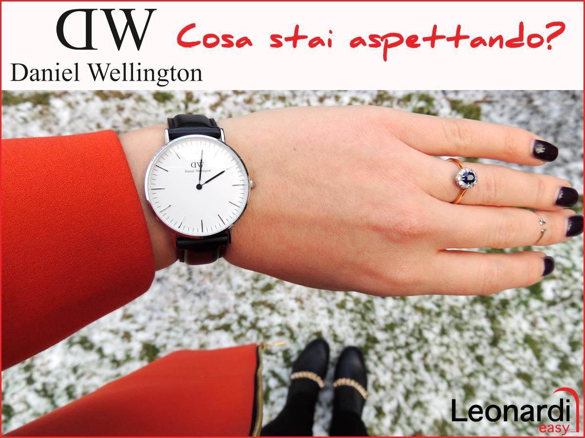 vista di un braccio con un orologio al polso della marca Daniel Wellington