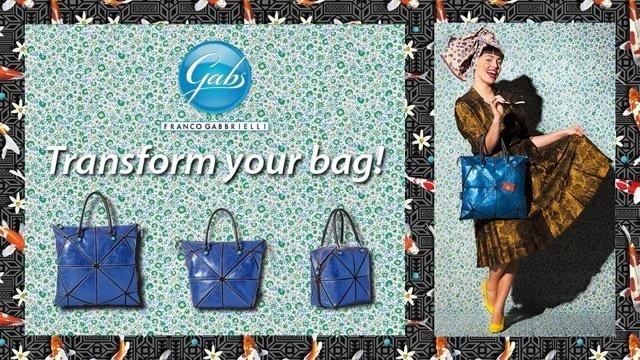 delle borse Gabs di color blu e accanto una donna con una borsa