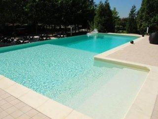 pavimentazione intorno alla piscina