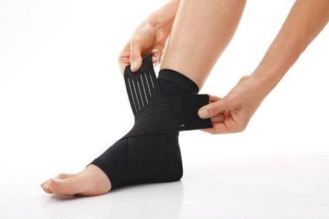 Bendaggi elastici ortopedici per caviglia