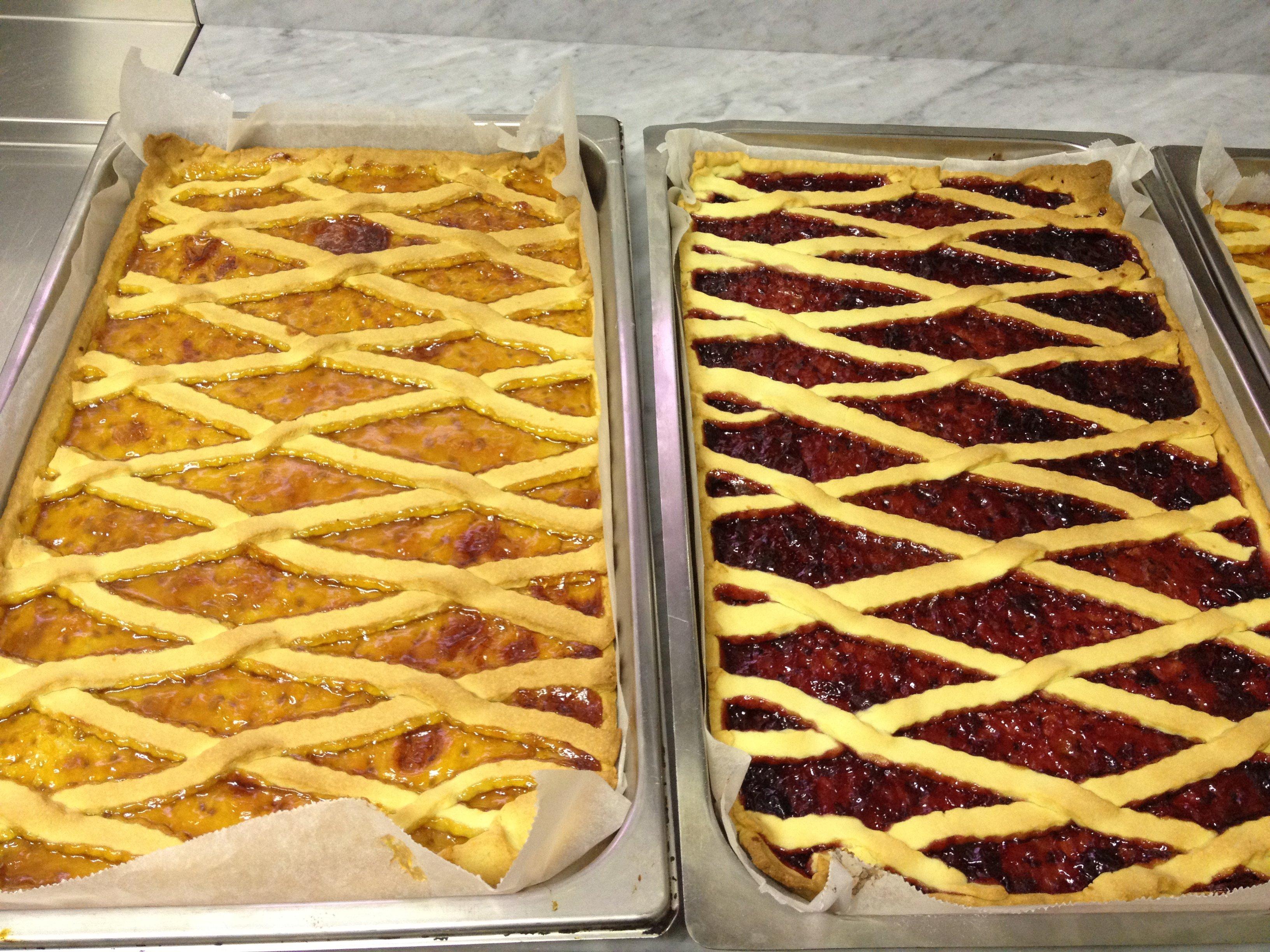 Due crostate con marmellate diverse