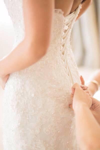sistema il vestito della sposa