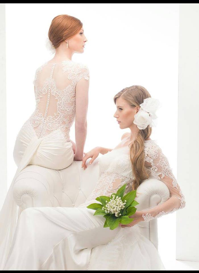 due donne in abito da sposa